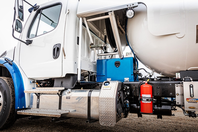 Blueline Mid-Delivery Bobtail by Westmor Industries